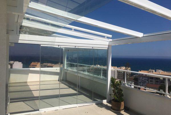 Instalación techo móvil de cristal. Alicante