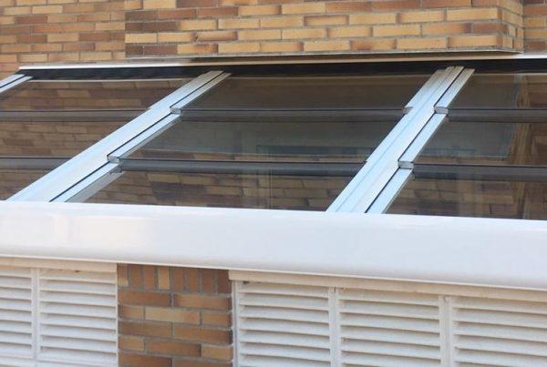 Instalación techo móvil de cristal. Almería