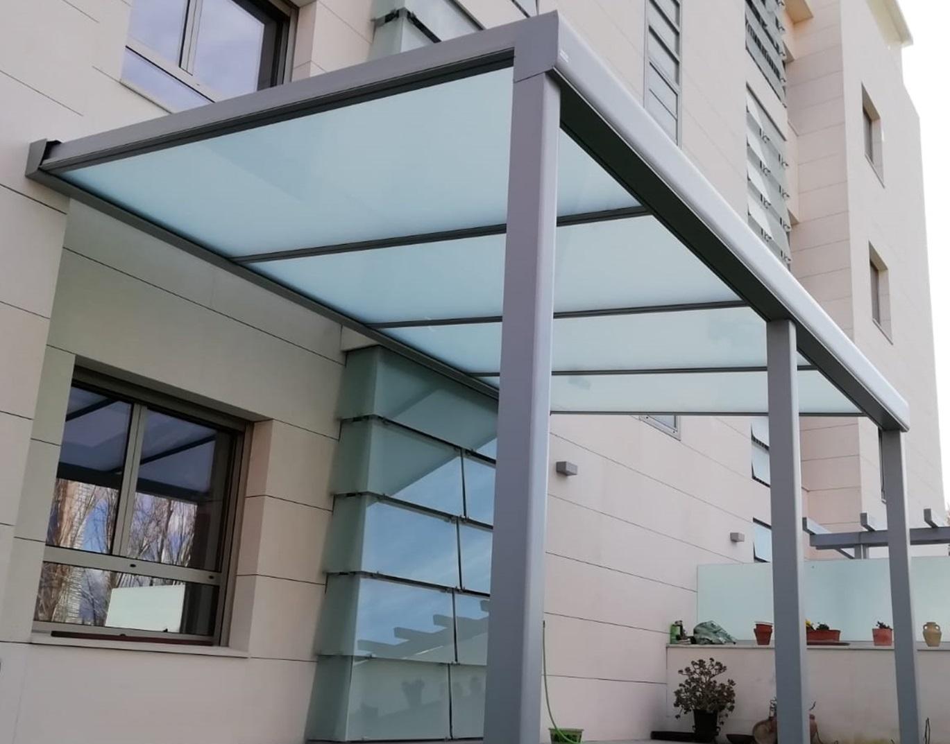 Instalación techo fijo de cristal traslúcido. Madrid