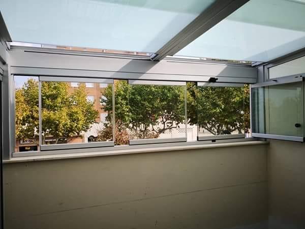 Instalación techo móvil de cristal traslúcido. Valencia
