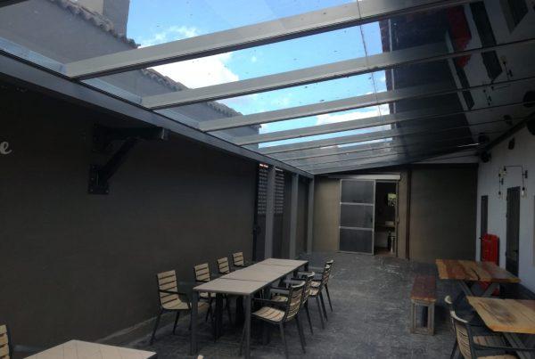 Instalación techo móvil y fijo de cristal. Valladolid