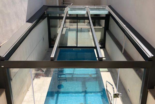 Instalación techo móvil de cristal. Gerona