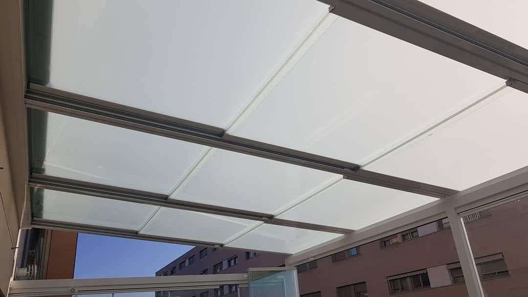 Instalación techo móvil de cristal. Córdoba