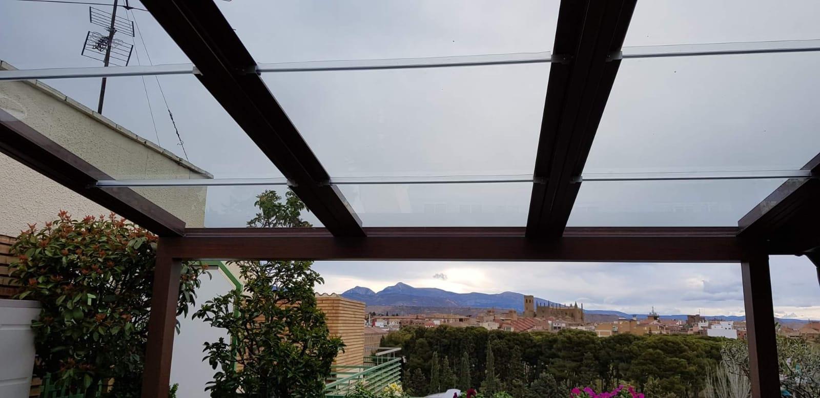 Instalación techo móvil de cristal. Huesca