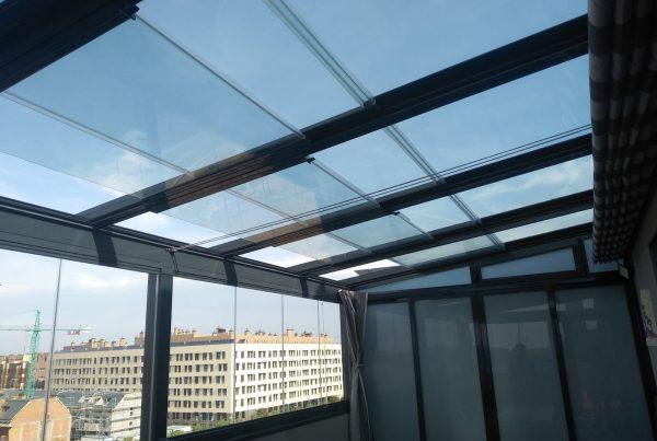 Techo móvil de cristal. Madrid
